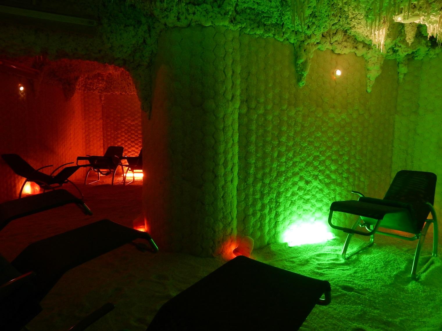 Heviz lake Lotus Therme Hotel SPA salt sobarlang