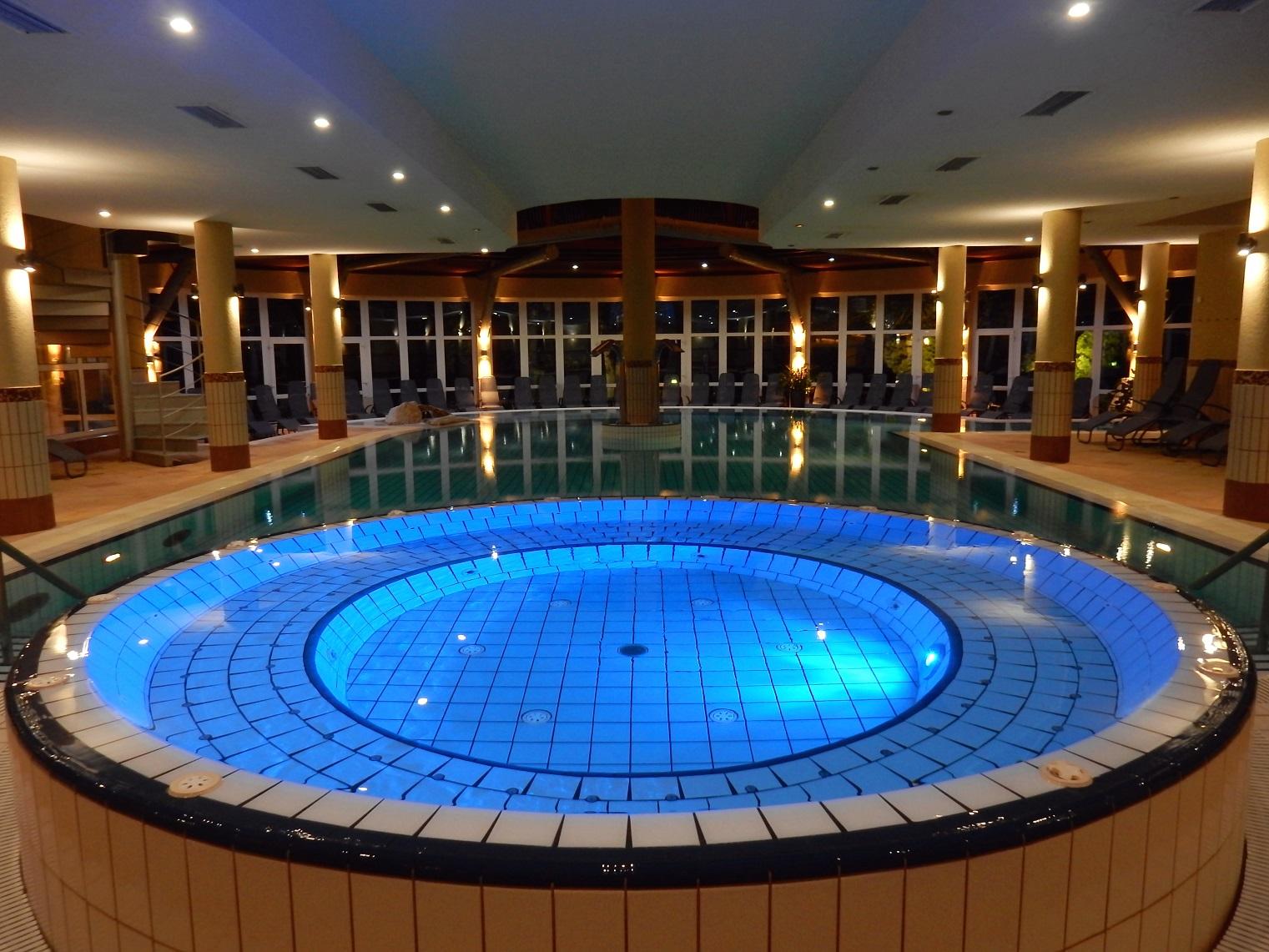 Heviz Lotus Therme hotel spa pool medence