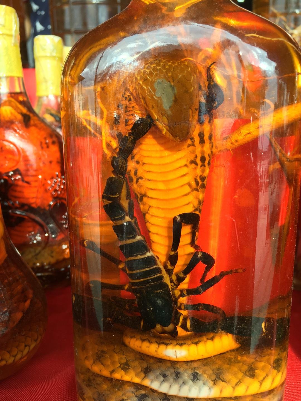 Thaiföld Mekong Laosz kobra skorpió alkohol