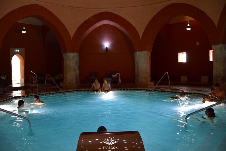 Veli bej fürdője török fürdő medence