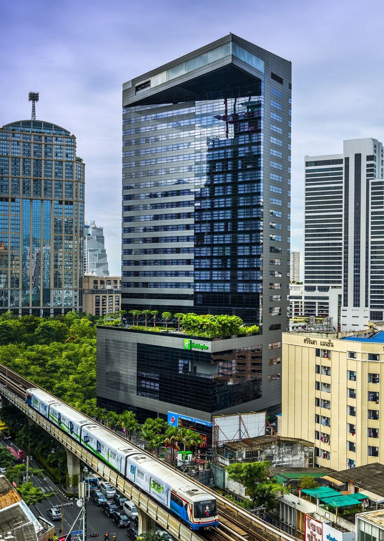 Holiday Inn Bangkok Sukhumvit szálloda