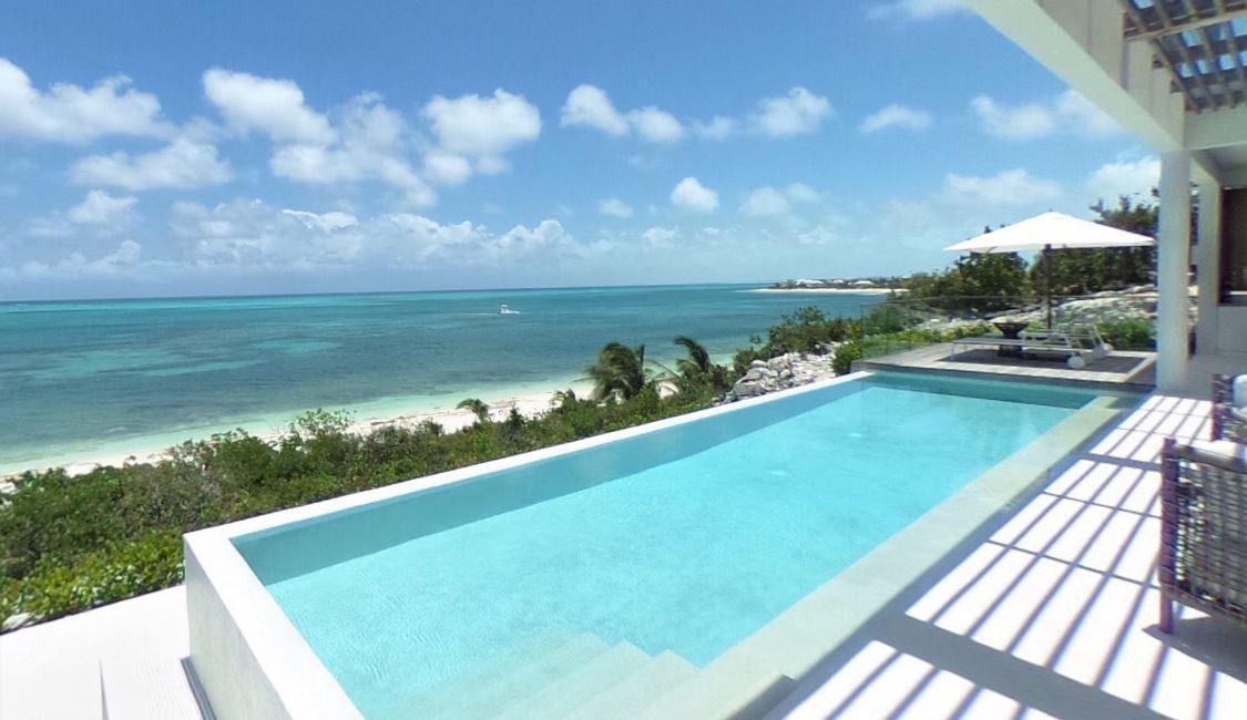 Turks and Caicos tengerpart medence