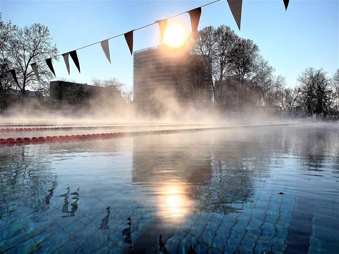 Dagály fürdő télen kinti fedett medence