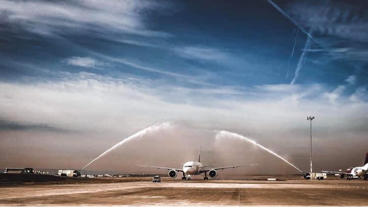 Budapest Airport Emirates Dubai Boeing 777