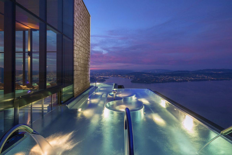 Bürgenstock hotel Luzern Svájc panoráma medence infinity