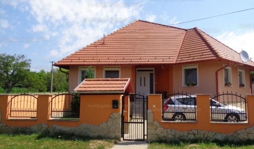 Vál eladó ház panzió vendégház