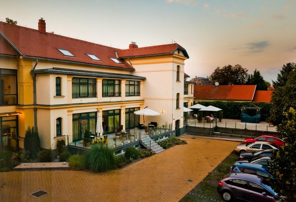 Elizabeth Hotel Gyula felújítás videó