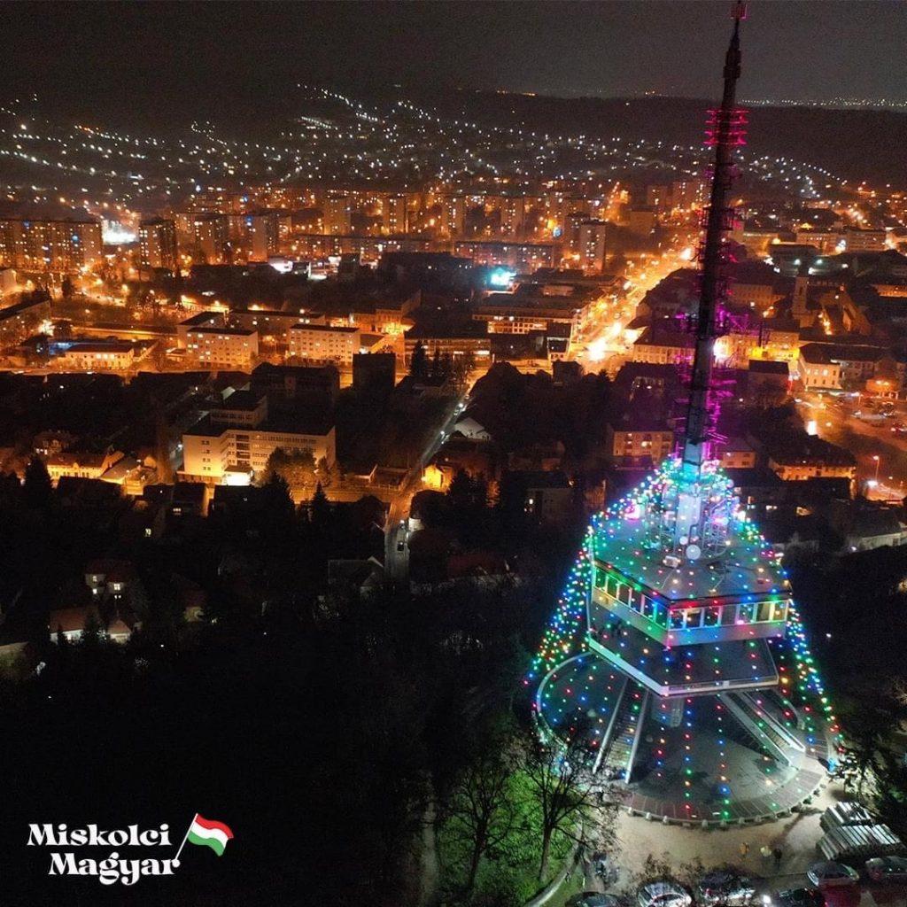 Miskolc Magyarország legnagyobb karácsonyfája Avas kilátó