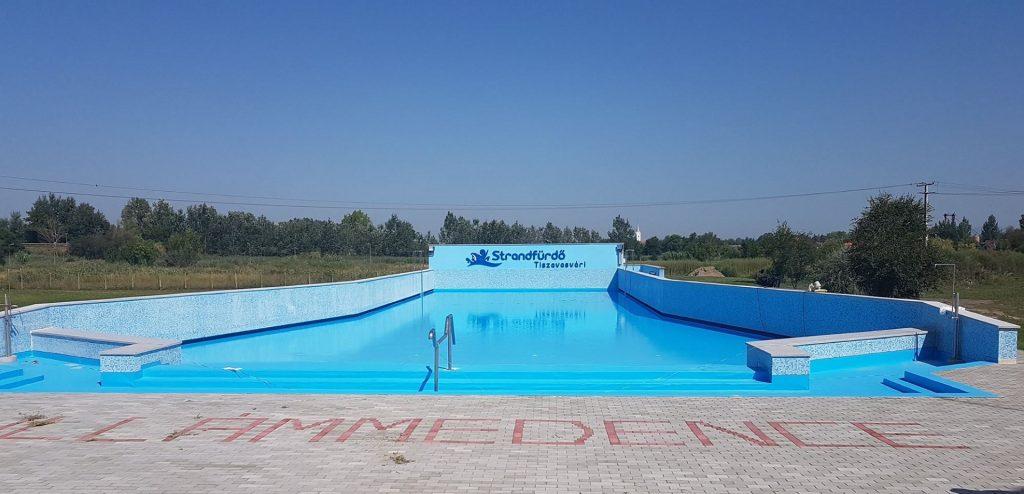 Tiszavasvári strand fürdő fejlesztés szálloda épül
