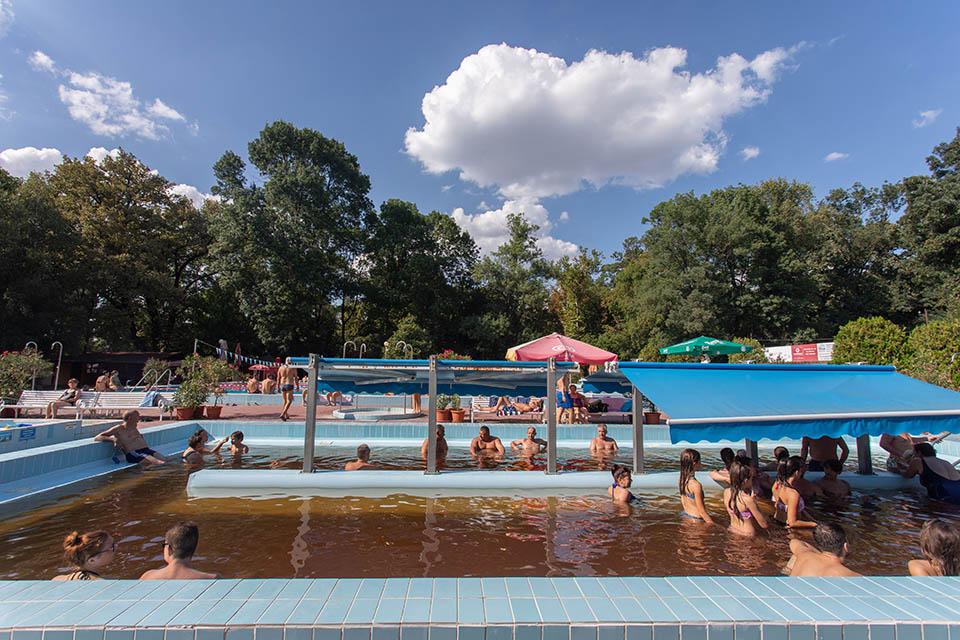 Gyomaendrődi Liget fürdő felújítás megújul fejlesztés Kisfaludy program