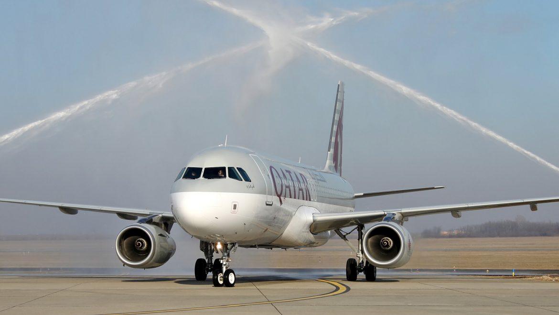 Qatar Airways 10 év születésnap Budapest nyitójárat köszöntés vízsugár