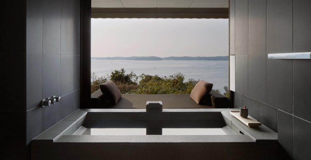 Amanemu hotel onsen japán fürdő
