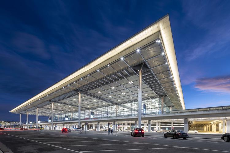 Berlin éjszakai repülési tilalom légtérzár Qatar Airways Bayrn München foci