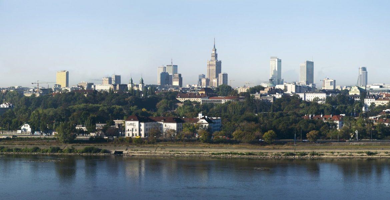 Lengyelország újranyit korlátozások enyhítése nyitás