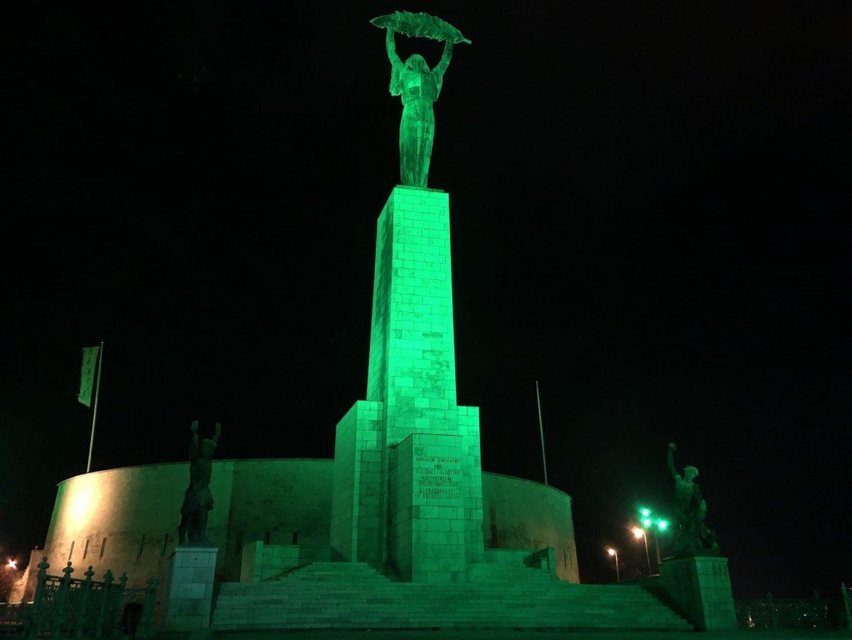 Szent Patrik nap Budapest zöld kivilágítás Citadella Szabadság szobor