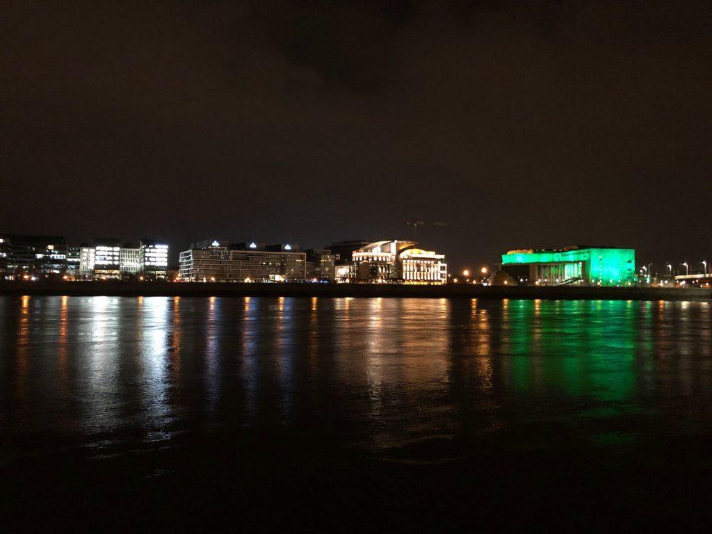 Szent Patrik nap Budapest zöld kivilágítás Művészetek Palotája MÜPA
