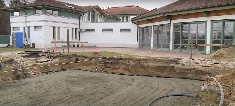 Cegléd Budai úti fürdő fejlesztés szauna új medence építkezés