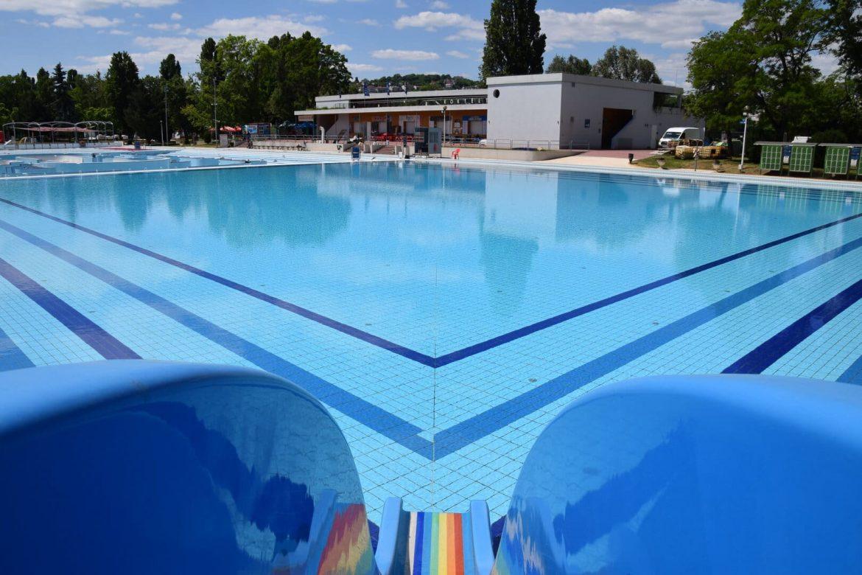 Palatinus strand nyitás újranyit Budapest fürdő