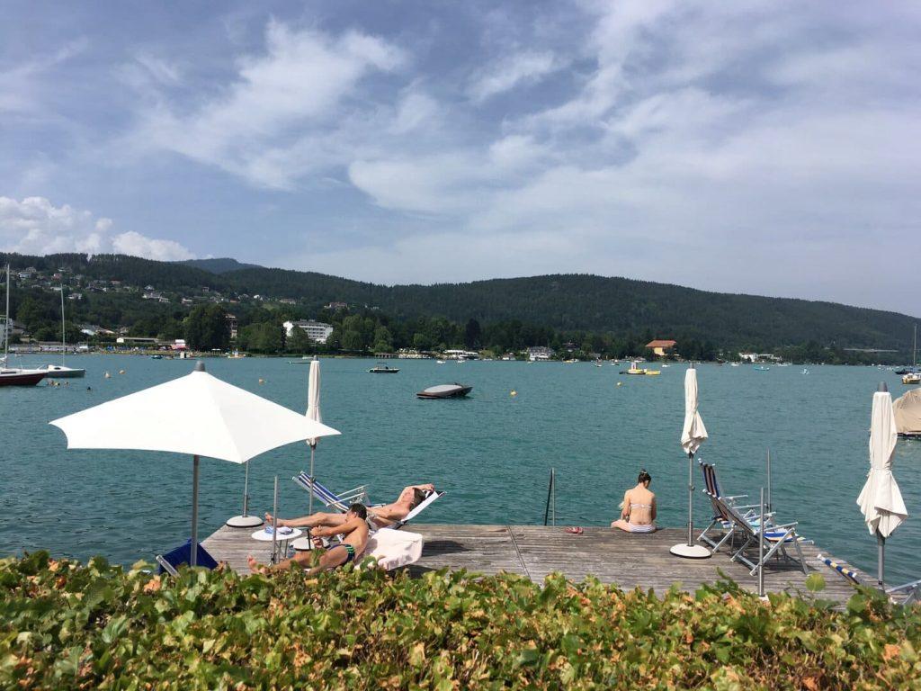 Ausztria nyitás júlis 1 fürdő fesztivál étterem maszk