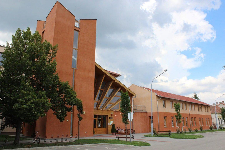 uszoda Vésztő wellness központ épül