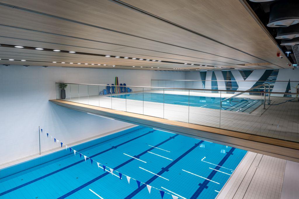 V30 Belvárosi Sportközpont függesztett medence