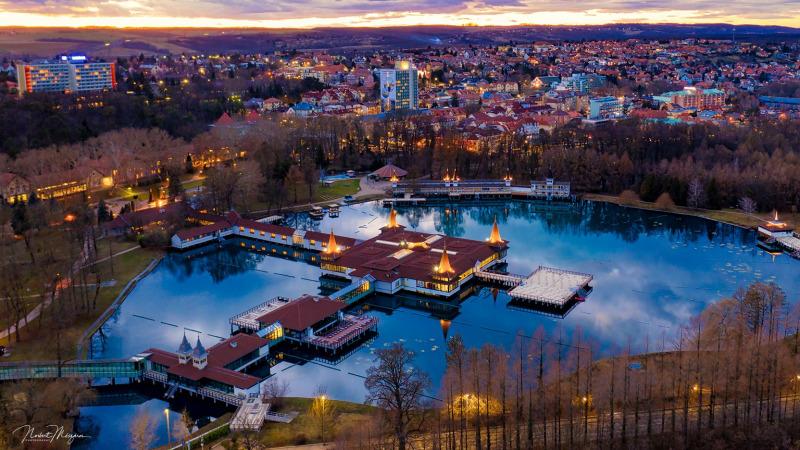 Holdfényfürdőzés Hévíz tófürdő program belépő