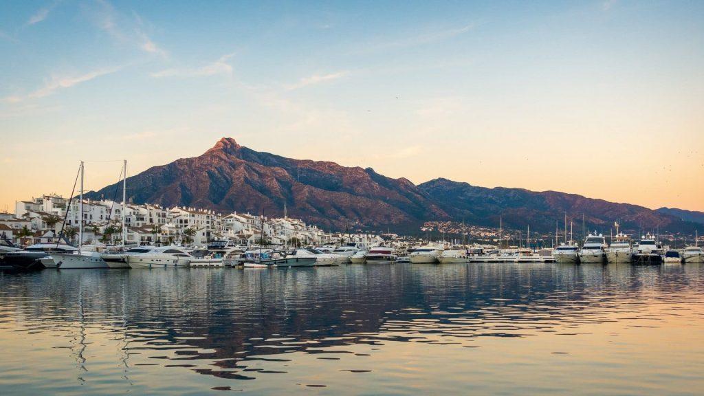 Marbella látnivalók kikötő kiköltözik Orbán Ráhel