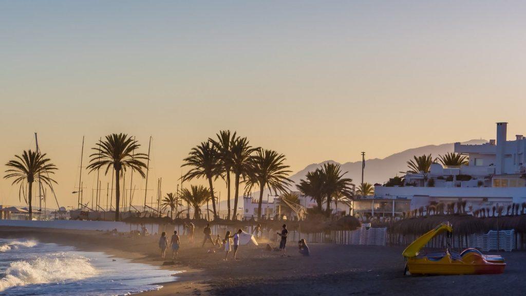 Marbella látnivalók strand spanyol tengerpart kiköltözik Orbán Ráhel