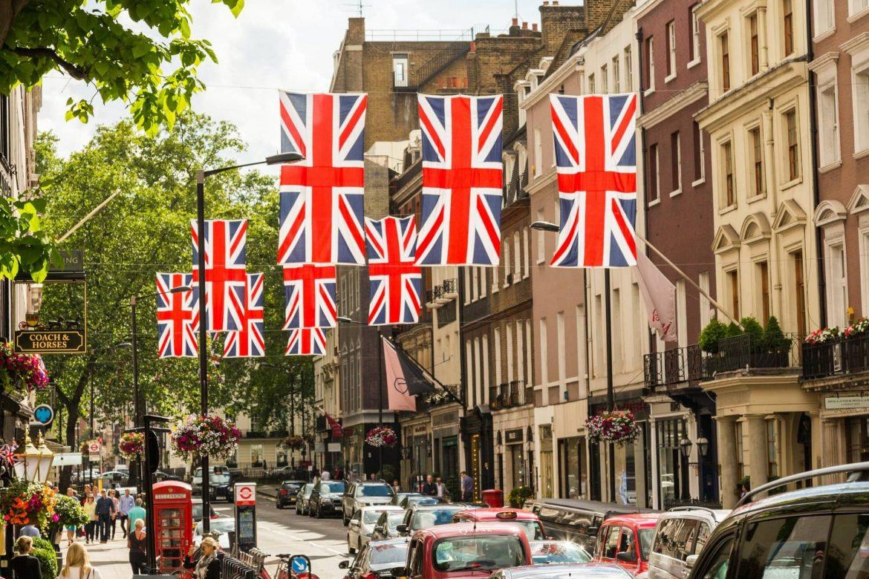teszt nélkül utazás Angliába októbertől teljesen beoltottak